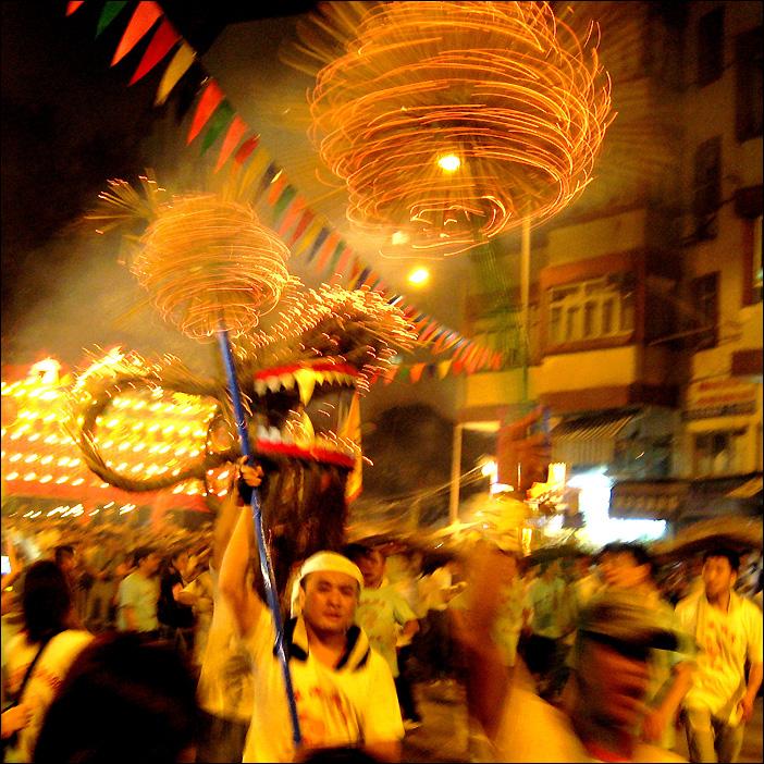 Fire Dragon Dance - während des Mid Autumn Festivals in Hongkong