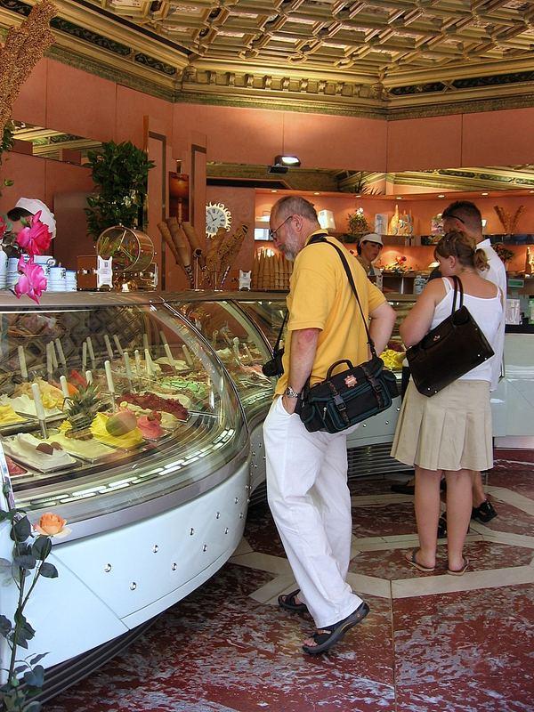 Firenze, 13.55 h. Summer 2006 best time for Ice-Cream