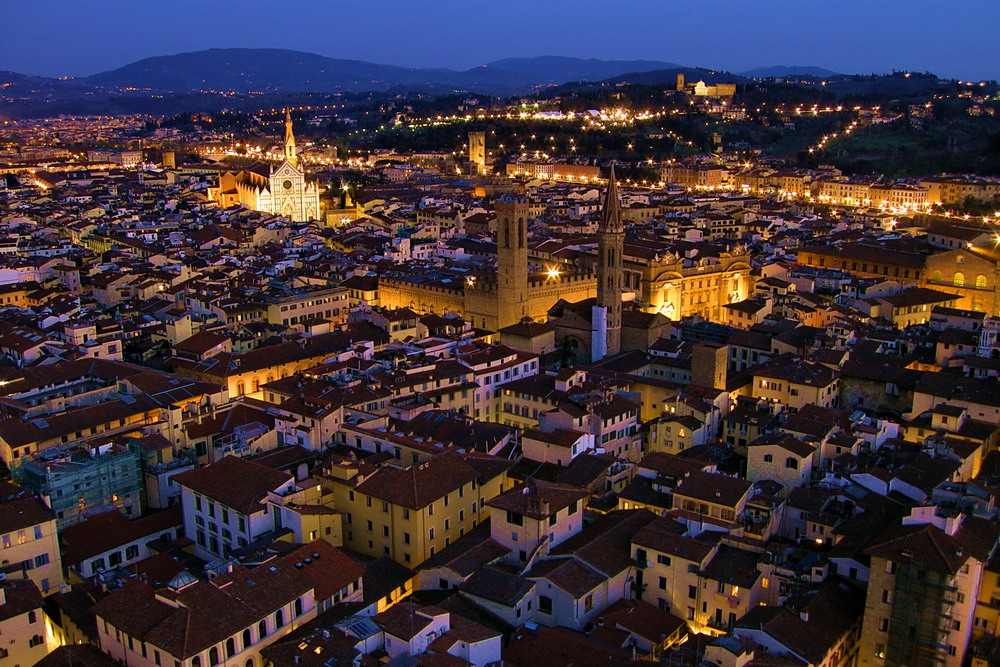 Firenze s'illumina al tramonto