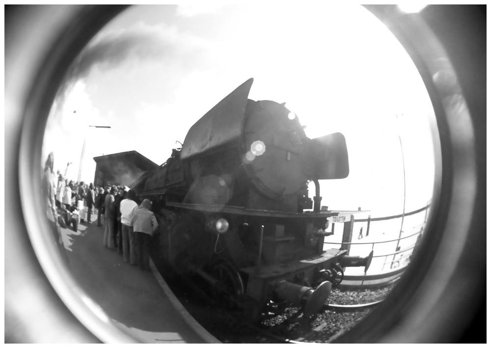 Fischauge sieht Dampflok