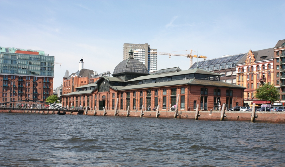 fischauktionshalle in hamburg altona von der wasserseite foto bild world hamburg hafen. Black Bedroom Furniture Sets. Home Design Ideas
