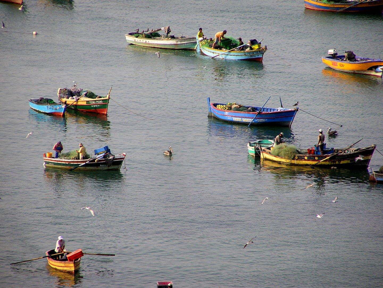 Fischer am Strand bei Lima in Peru