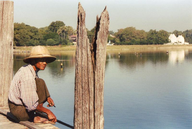 Fischer auf der U-Bein-Bridge