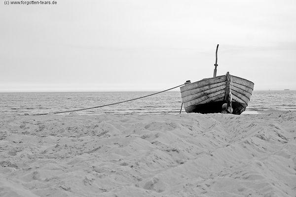 Fischerboot am Strand III