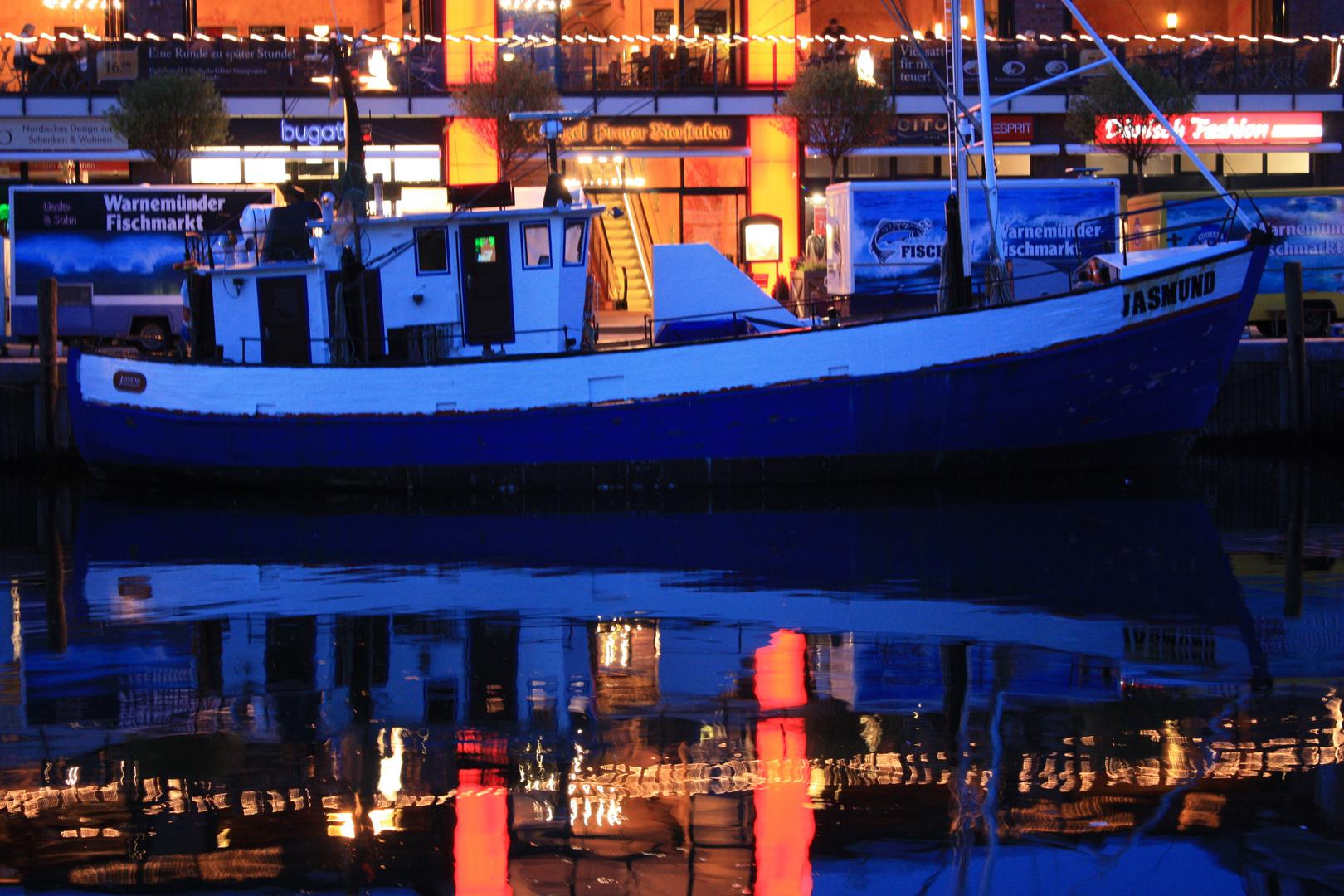 Fischerboot in Warnemünde