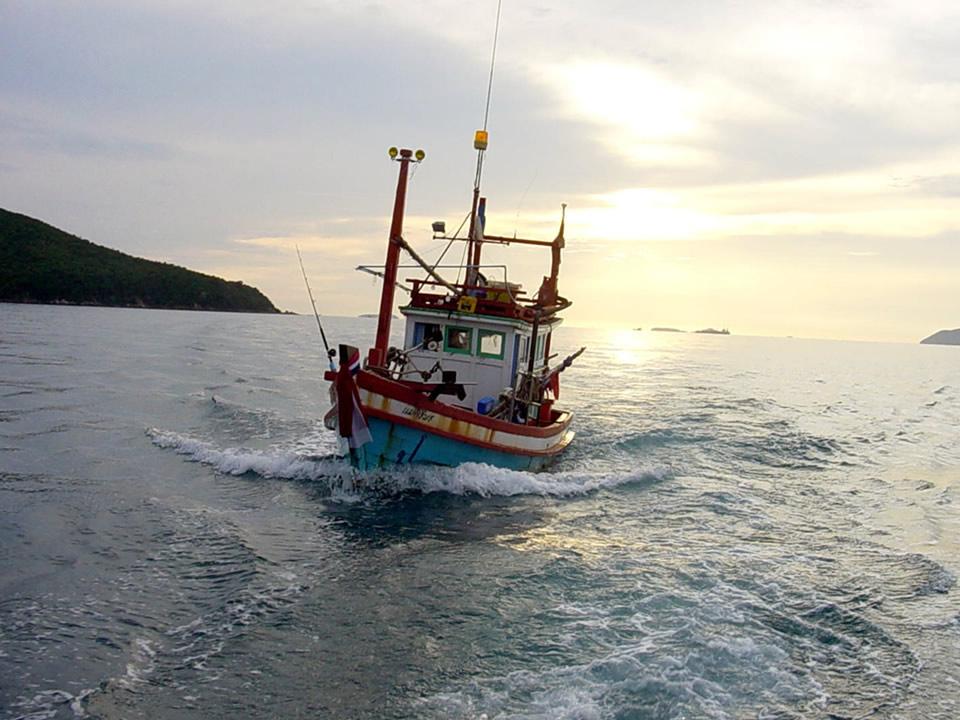 Fischerboot zwischen Pattaya und Koh Larn