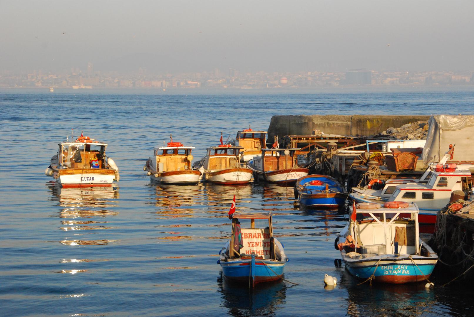 Fischerboote in der Abendsonne