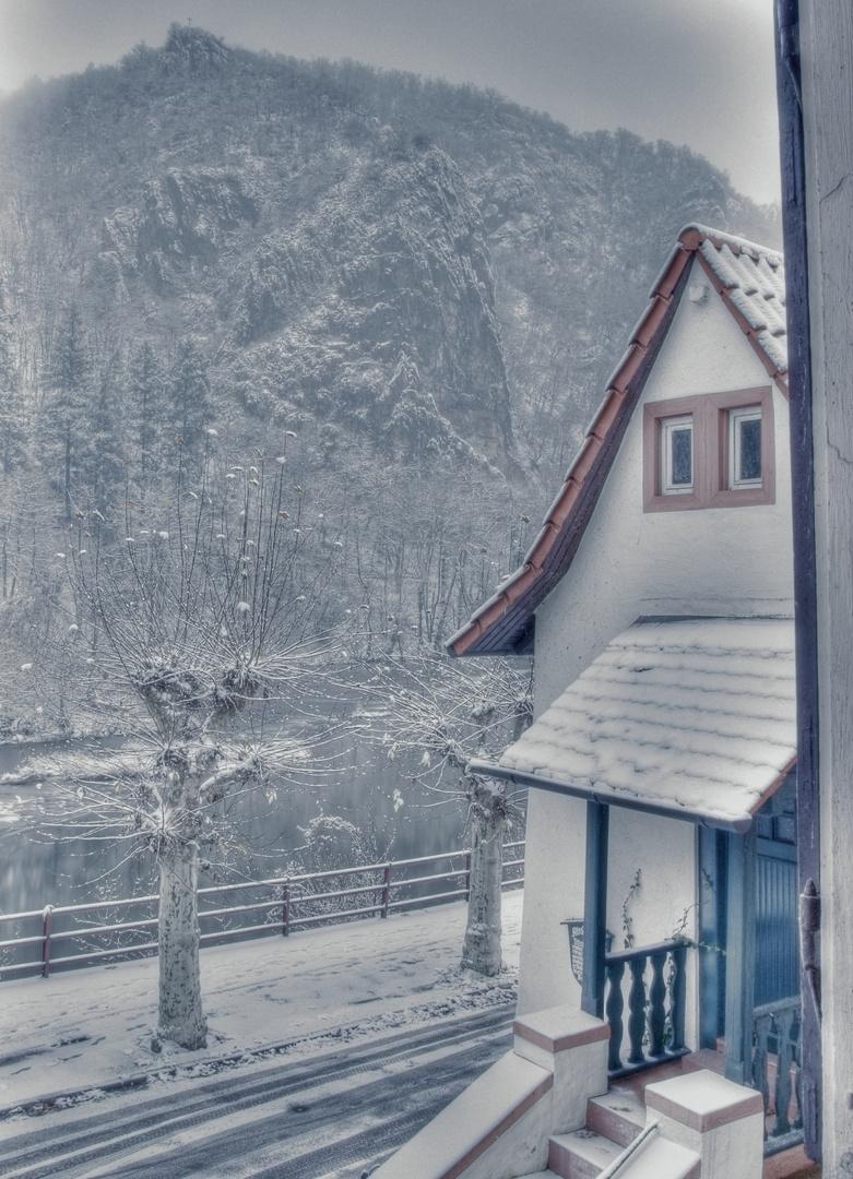Fischerhaus im Schnee 1