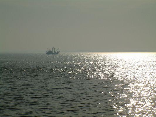 Fischkutter auf der Jade vor Wilhelmshaven