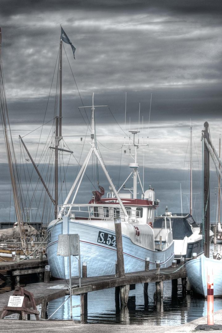 Fischkutter im Hafen von Ålbæk