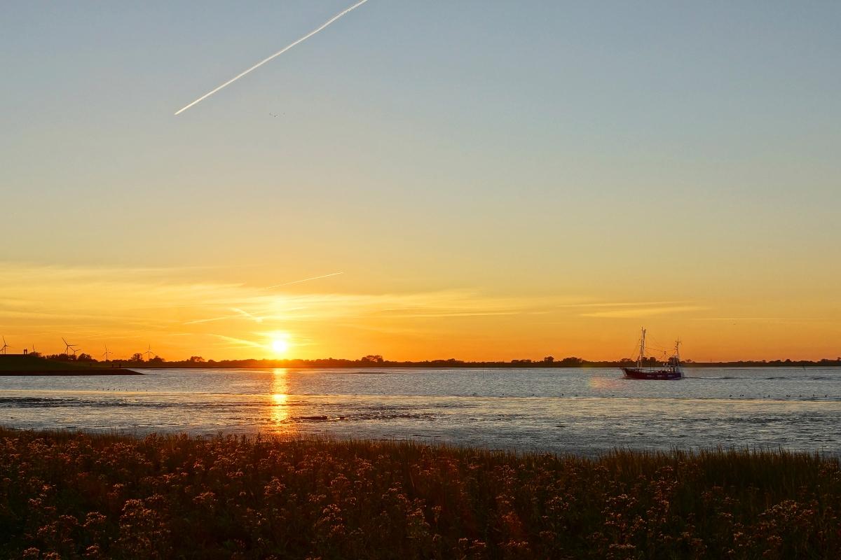 Fischkutter im Sonnenuntergang