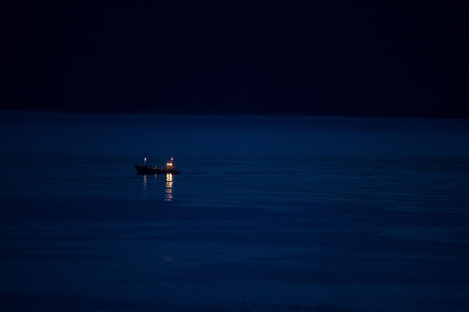 Fischkutter in der Skjálfandi-Bucht / Husavík bei Nacht