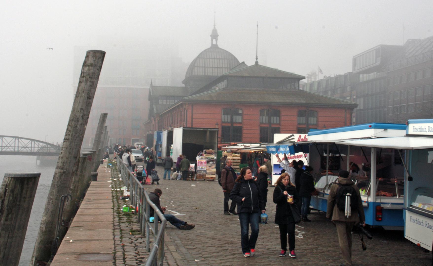 Fischmarkt im Nebel