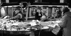 Fischmarkt (Pescheria) der mann mit der fluppe