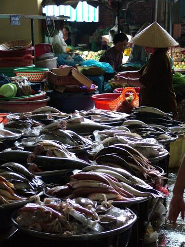 Fischstand im Markt