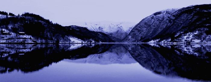 Fjord im Spiegel