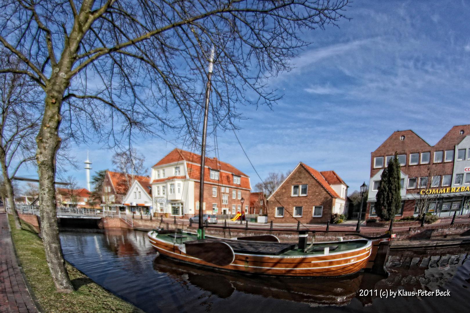 Flachboot im Hauptkanal von Papenburg