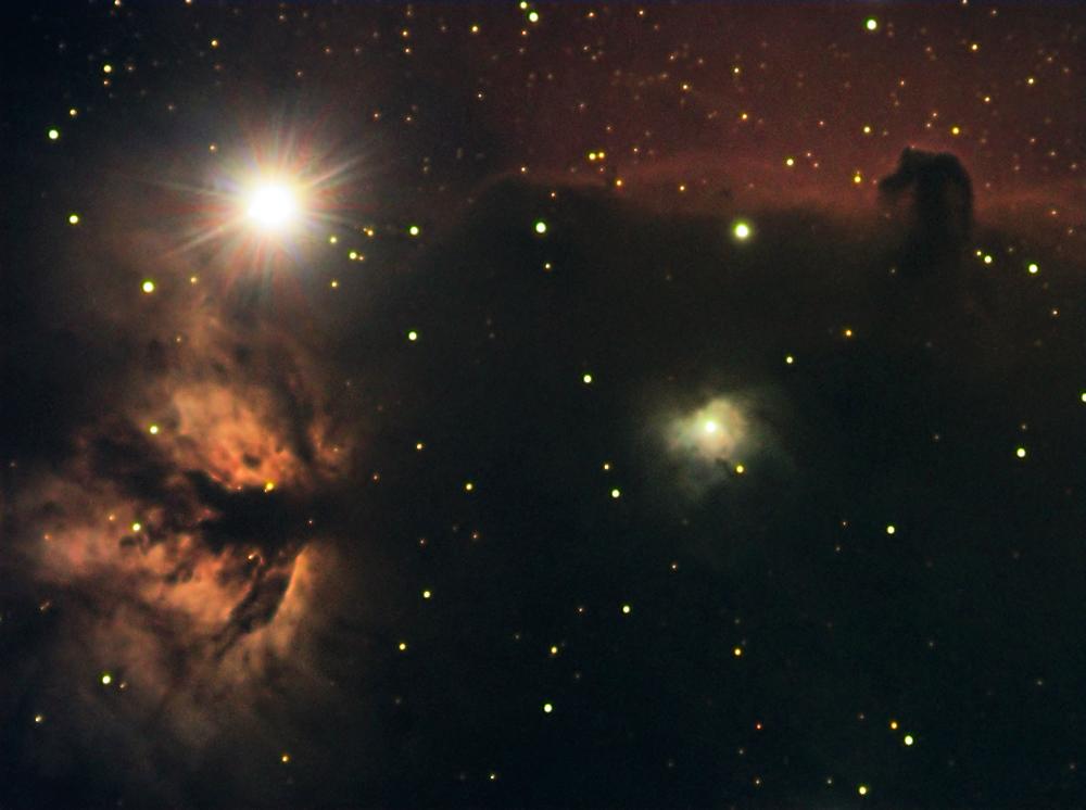 Flammen- mit Pferdekopfnebel im Orion.