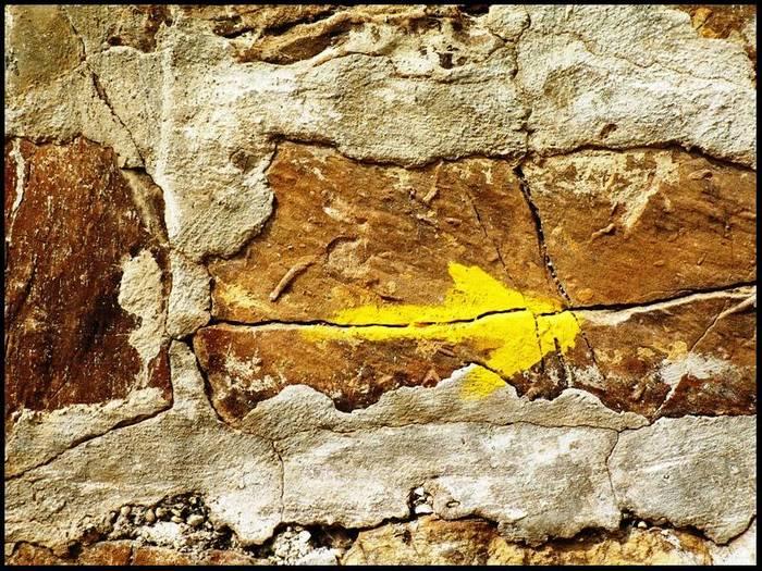 flecha amarilla..