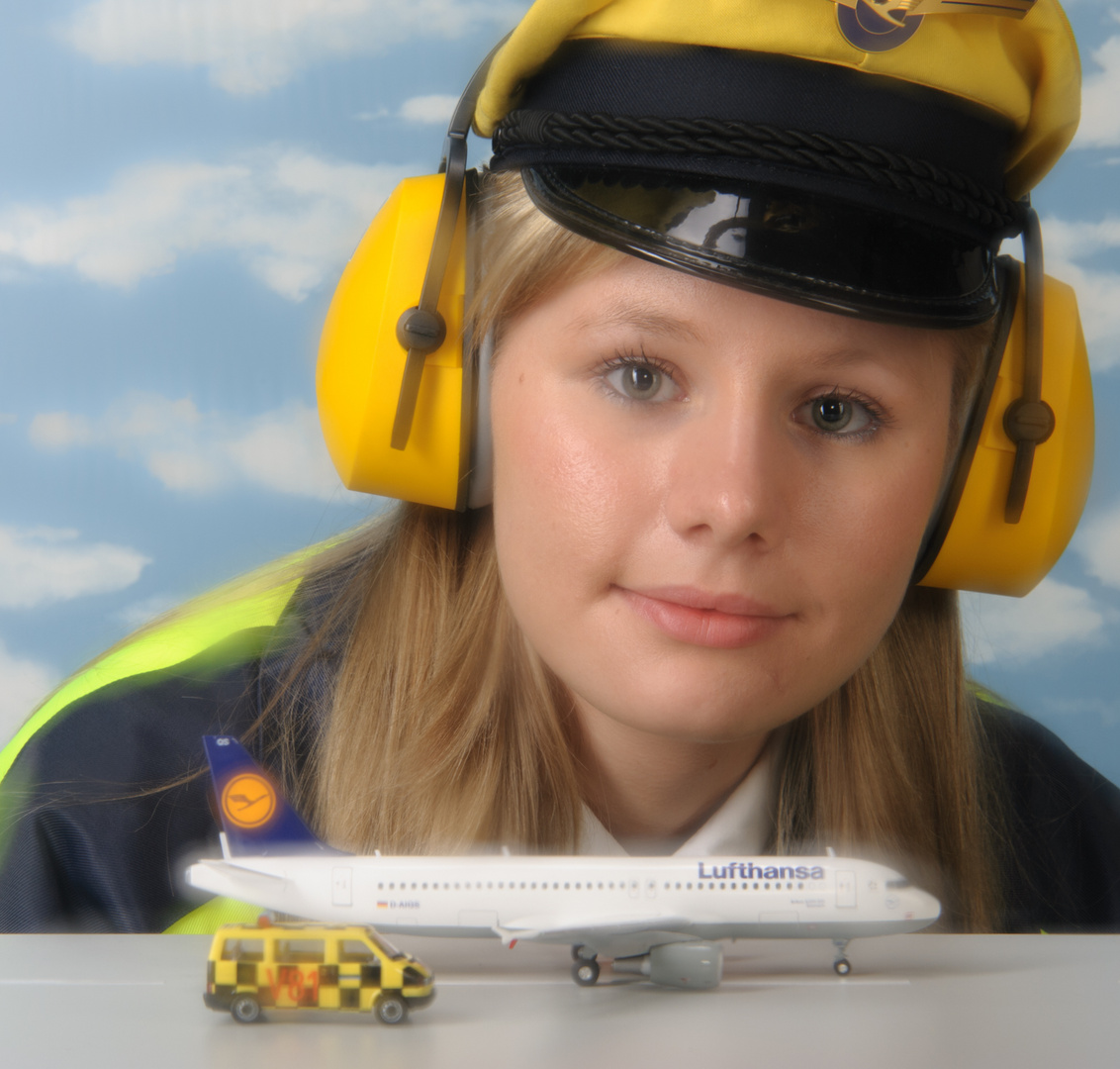 Flightcontrollergirl 2