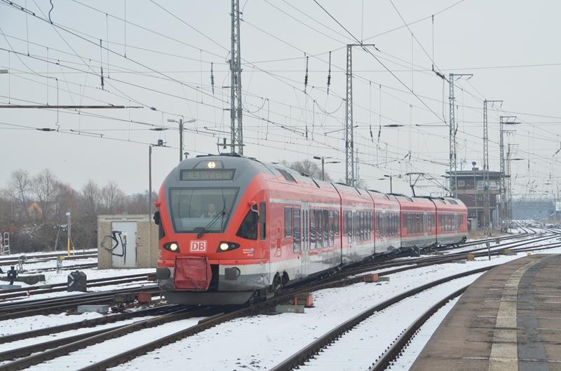 Flirt der DB bei der Einfahrt in den Bahnhof Stralsund