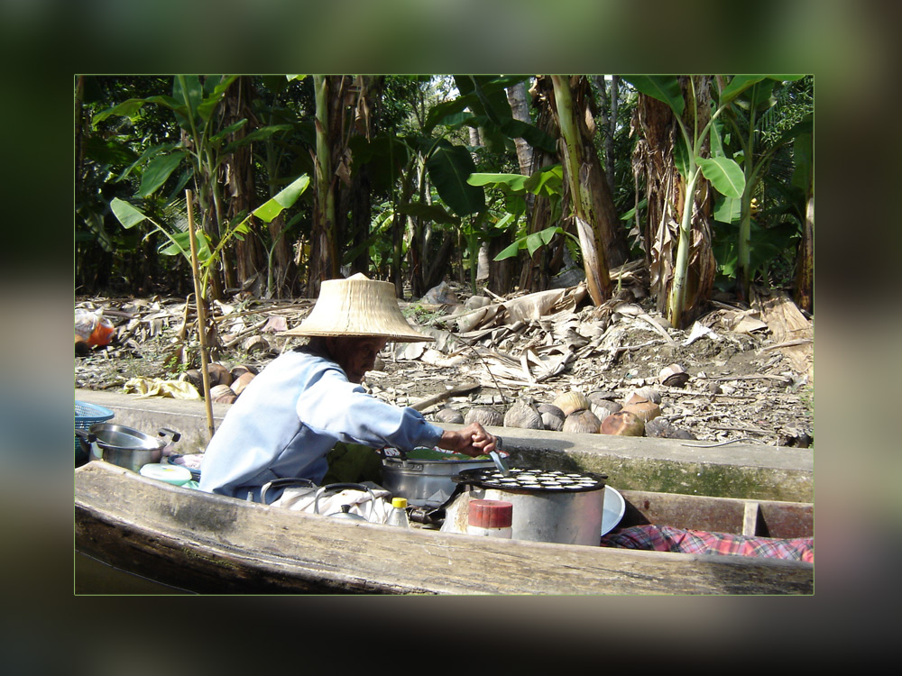 Floating Market, woman cooking @ 10am