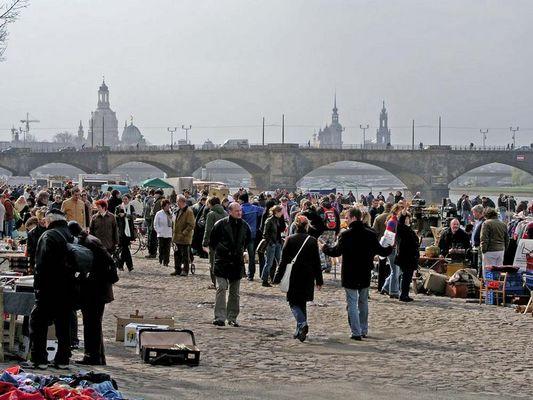 Flohmarkt an der Elbe