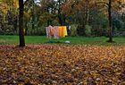 Florale Wäsche trocknet auch bei sanftem Oktoberwind