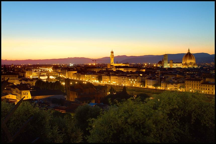 Florenz, blaue Stunde, 08.08.2010, 16 Bilder fusioniert.