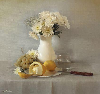 flores, uvas y limon