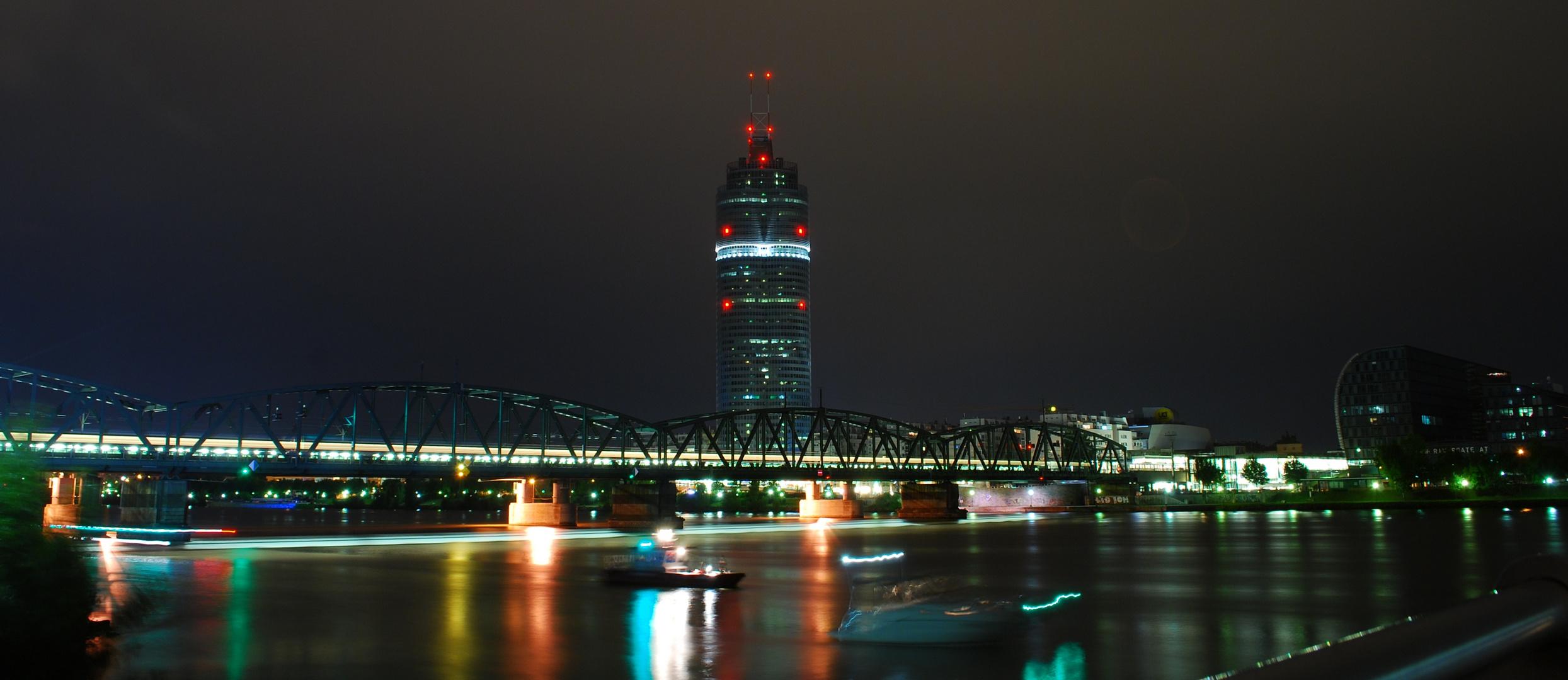 Floridsdorfer Brücke bei Nacht