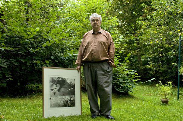 Floris M. Neusüss im Garten