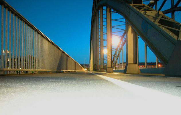 Fluchtpunkt über Gablenzbrücke