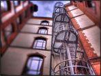 Fluchttreppe hinter Gittern