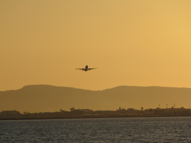 Flug in den Abend