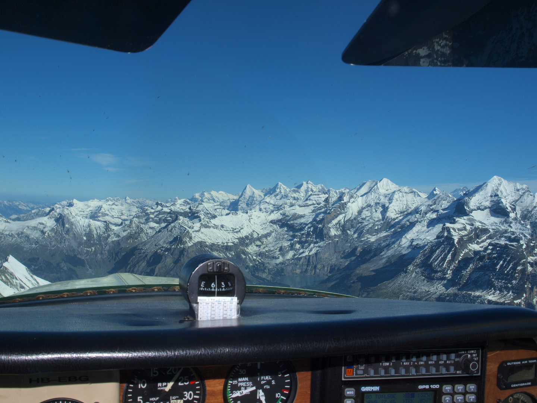 Flug über den Alpen