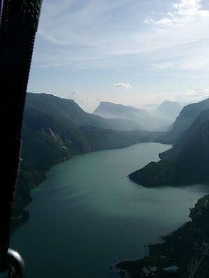 Flug über den Lago di Molveno