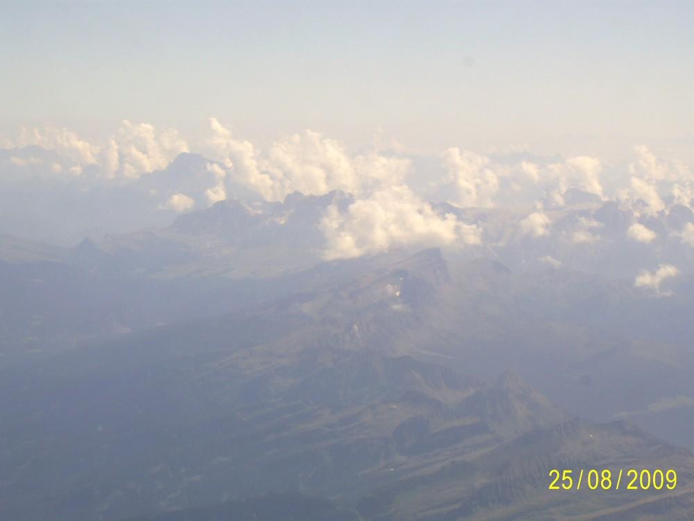 Flug über die Alpen von Italien nach Deutschland