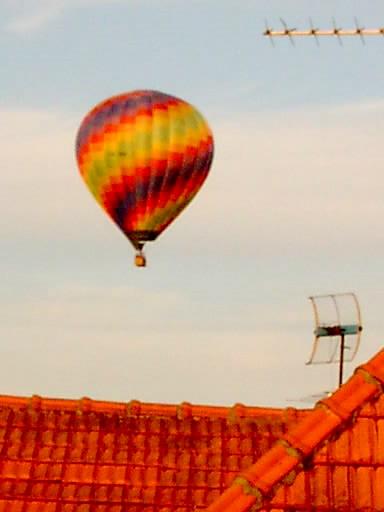 Flug über die Häuser