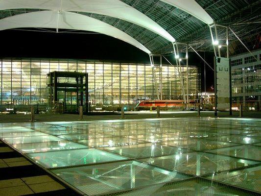 Flughafen FJS München bei Nacht 1