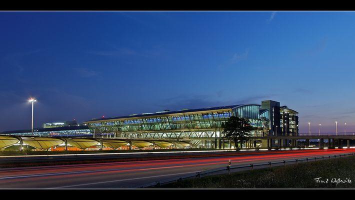 Flughafen Leipzig/Halle - Bahnhof und Check-In