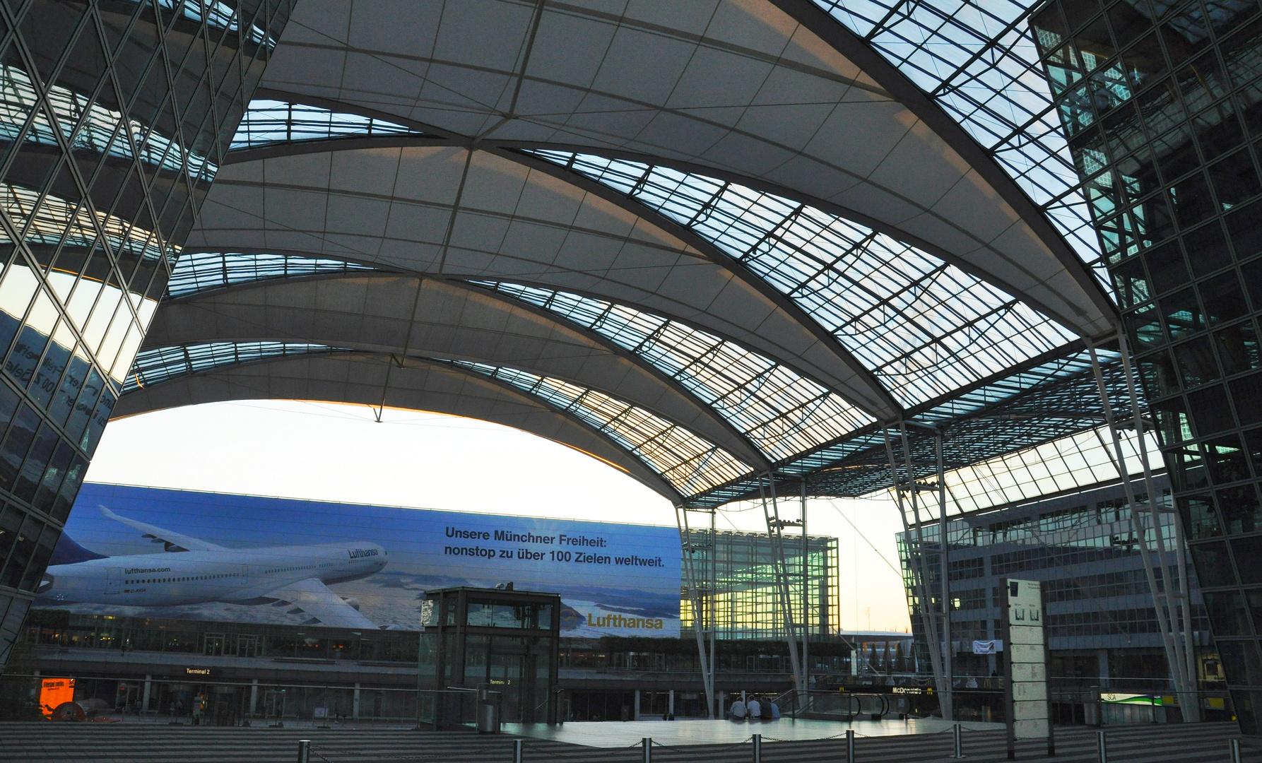 Flughafen München / Airport Center und Terminal 2