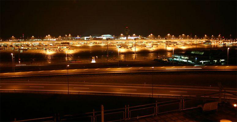 Flughafen München bei Nacht!