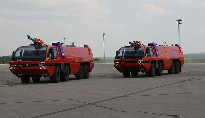 Flughafen Saarbrücken Panther Flugfeldlöschfahrzeuge