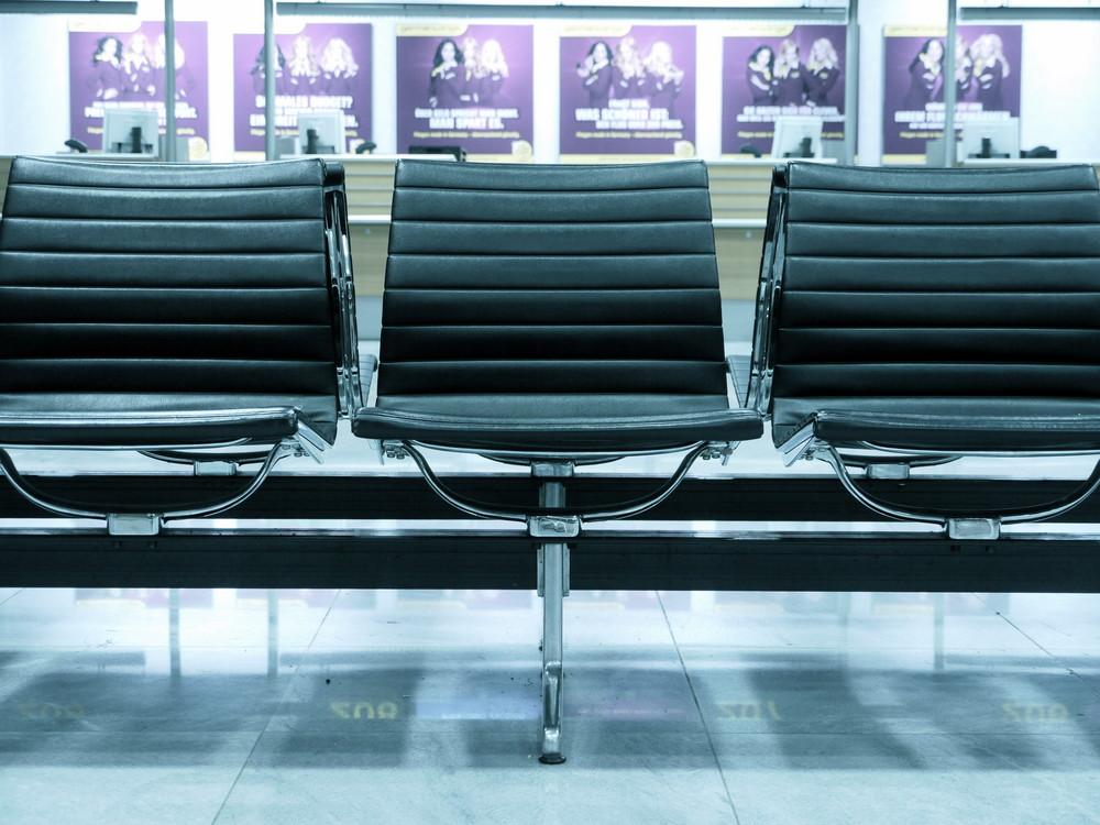 """Flughafen Stuttgart - """"sit down"""""""