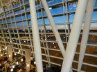 """Flughafen Zürich von der längsten """"attended"""" Bar der Welt aus"""