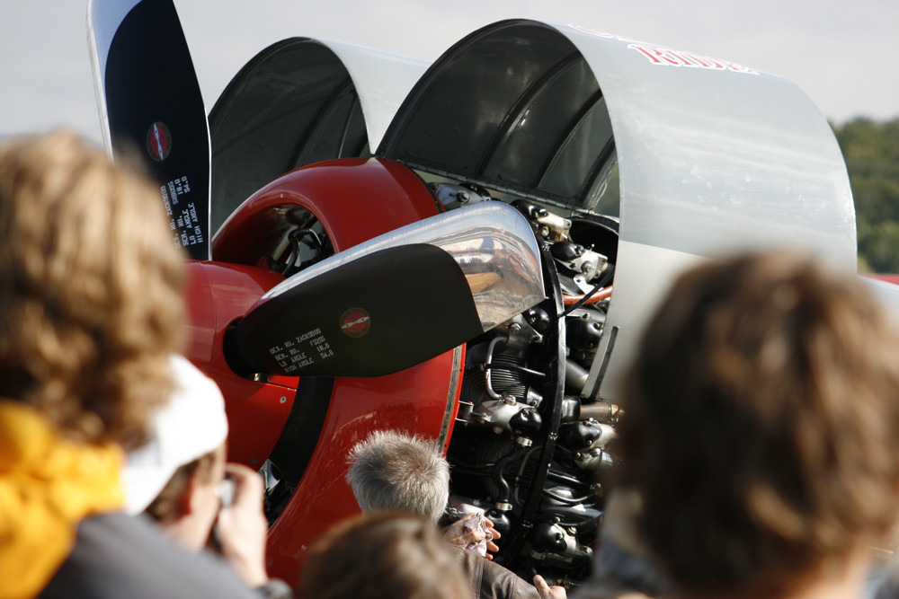 Flugzeug-Motor-Haube