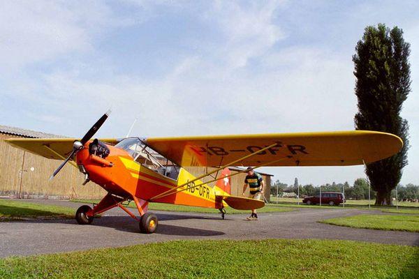 "Flugzeug Piper ""Cub"" HB-OFR"