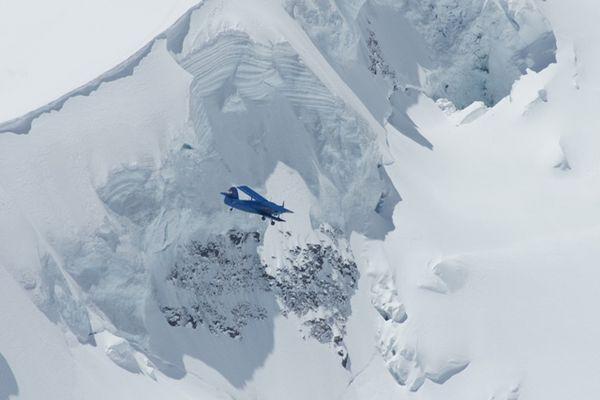 Flugzeug zwischen Mönch und Jungfrau