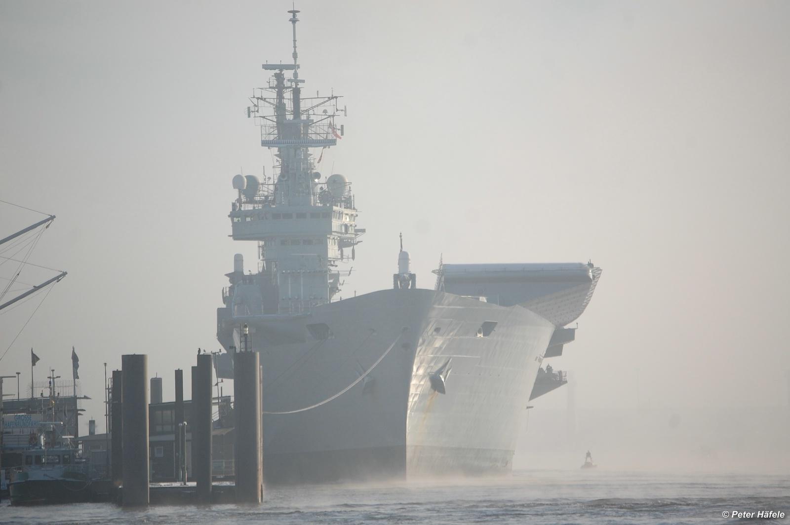 Flugzeugträger HMS Ark Royal (R-07)